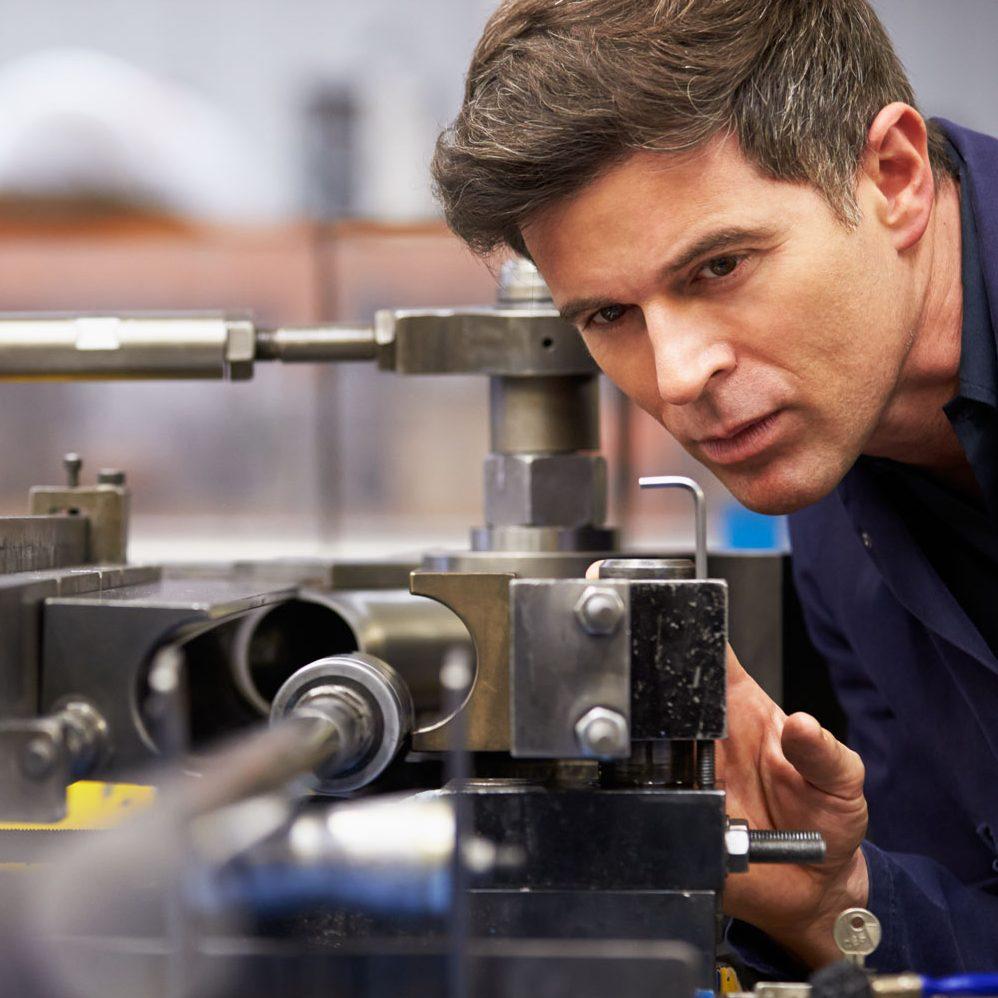 Industriearbeiter, (C) shutterstock_165341867-1-e1474879995600