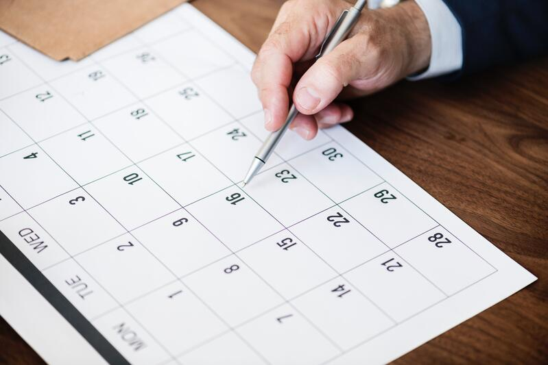 kalender-auf-tisch