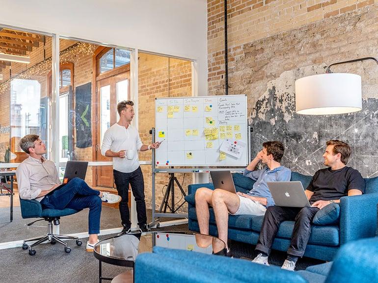 Brainsotrming über Produktivität in Agentur