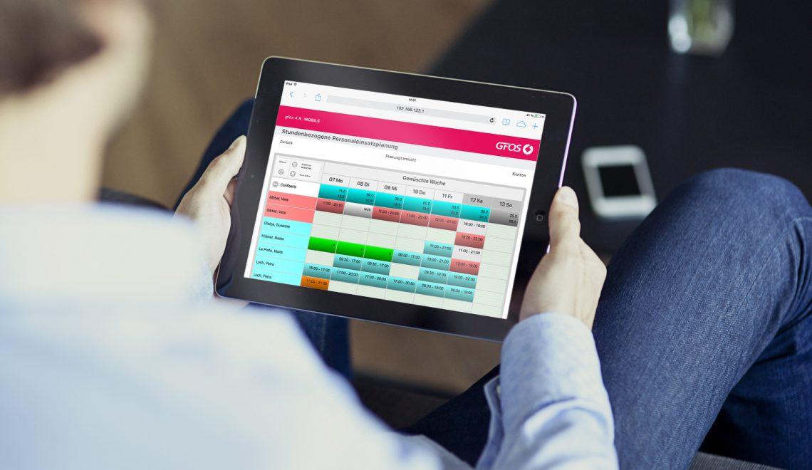 Tablet mit Workforce Management von GFOS