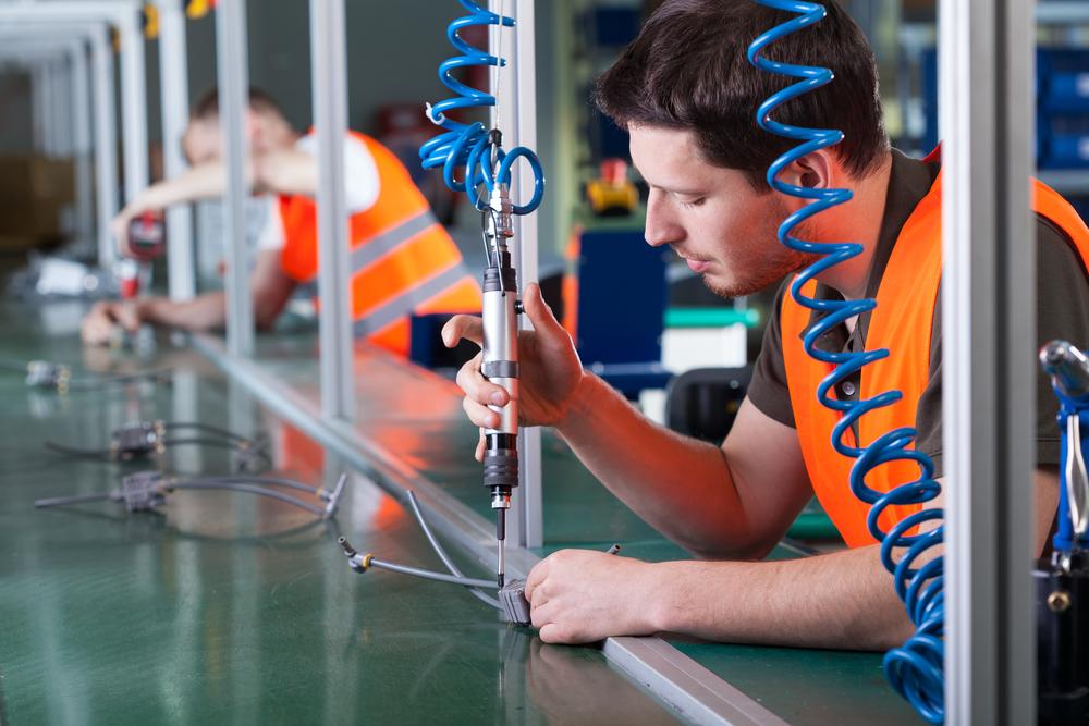 60 % der Fertigungsunternehmen setzen auf Sensoren, Softwarelösungen und IT-Infrastrukturen!