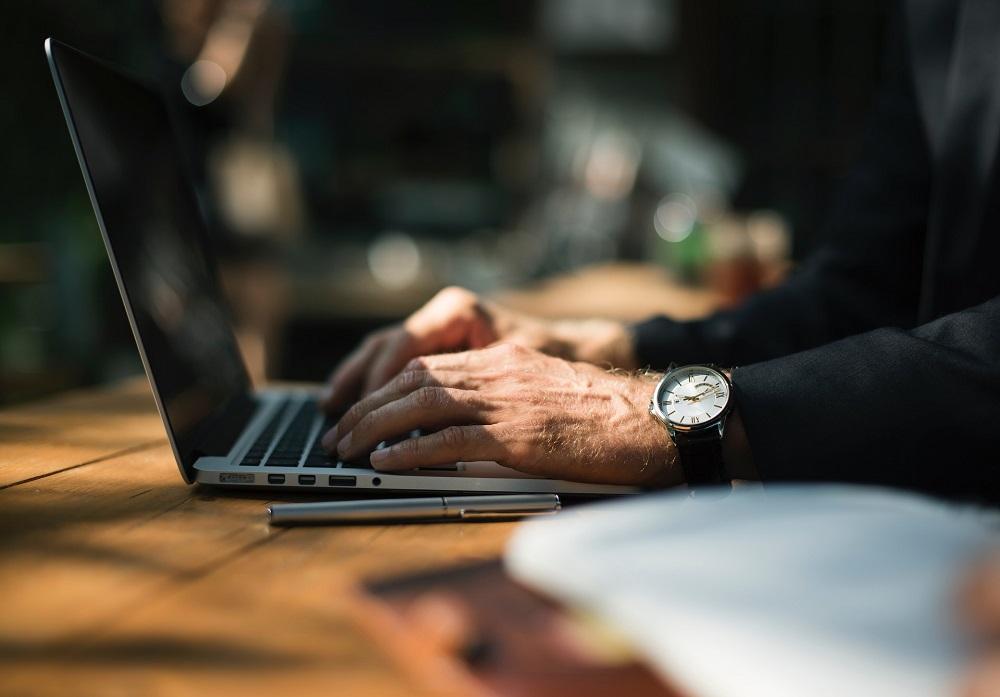 Arbeitszeitrechner: Einfach tägliche & wöchentliche Arbeitszeit ermitteln