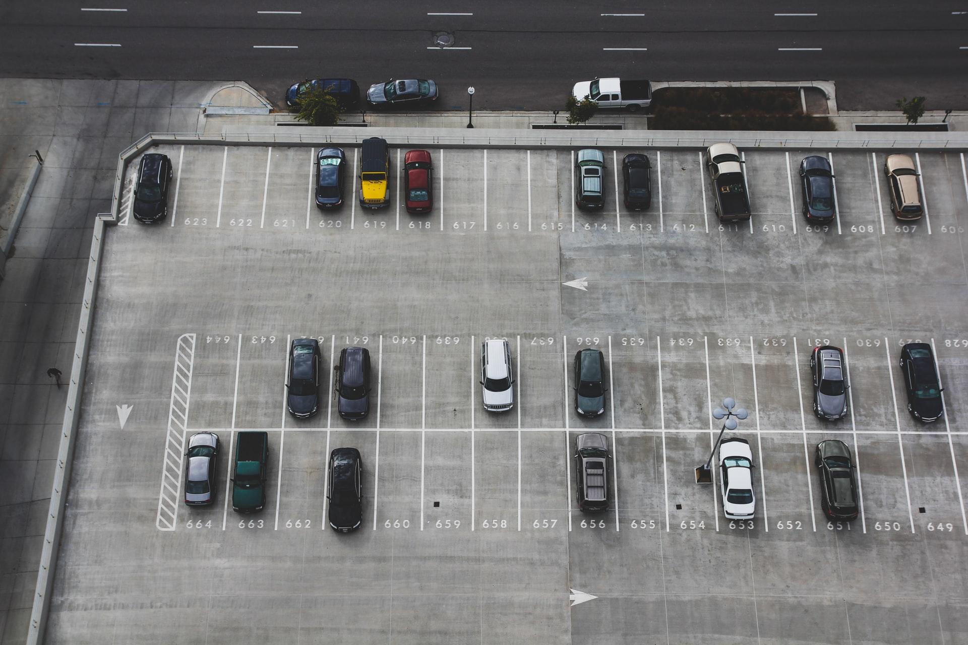 Zufahrtskontrolle mit Software: Kennen Sie alle PKWs auf Ihrem Parkplatz?